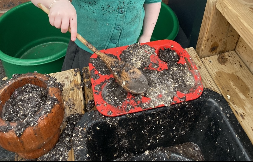 Science week – mud kitchen fun